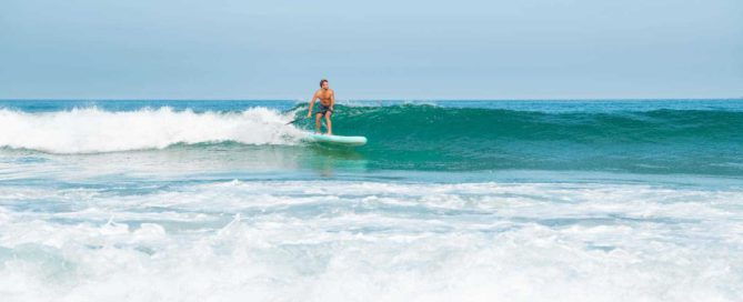 SUP surfboard exercise helped this stand up paddle boarder catch and ride a wave